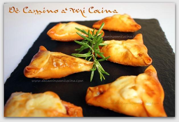 http://www.decaminoamicocina.com/wp-content/uploads/2012/10/Empanadillas-de-sobrasada-y-queso-mahon.jpg